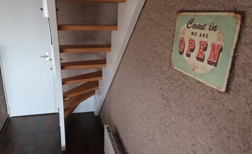 Escaliers avec trous entre chaque marche